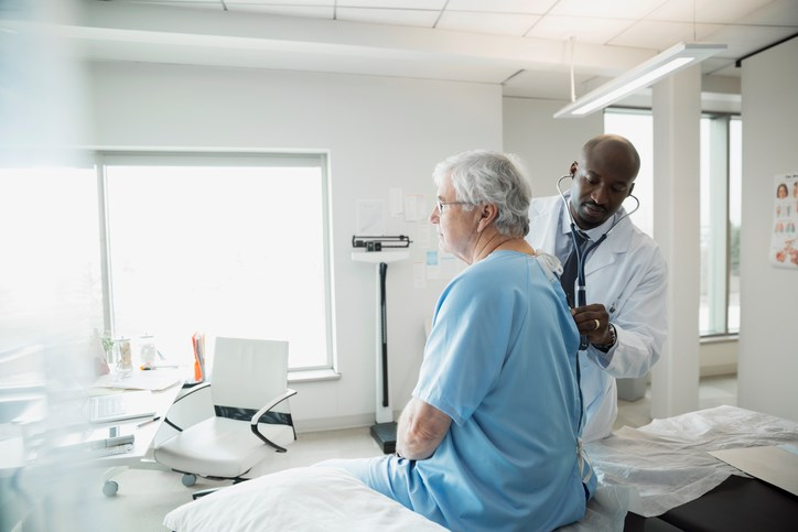 Researchers assessed the outcomes of 350 patients with newly diagnosed and incurable gastrointestinal or lung cancer who were randomly assigned to EIPC with oncology care or oncology care alone.